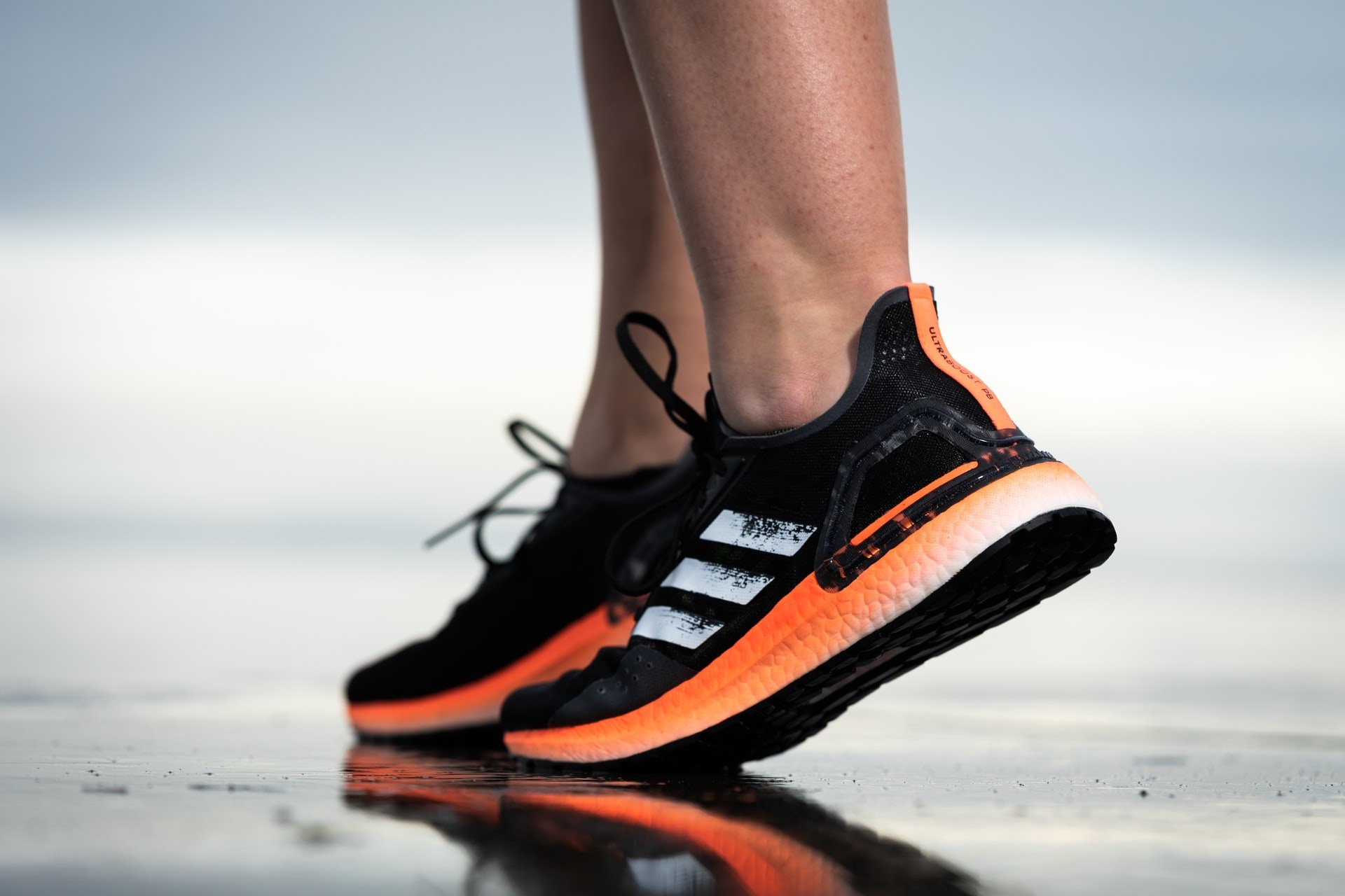 gait analysis for runners - feet in trainers